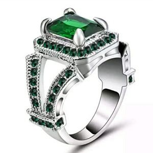 10K White gold filled Green Emerald Gorgeous Ring